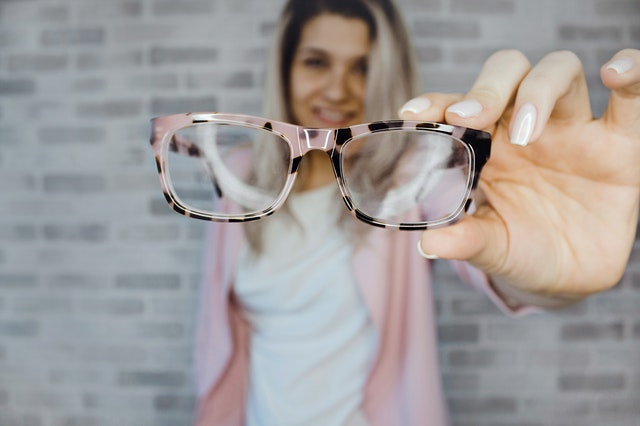 How to Choose the Right Pair of Glasses Suitable to your Needs?
