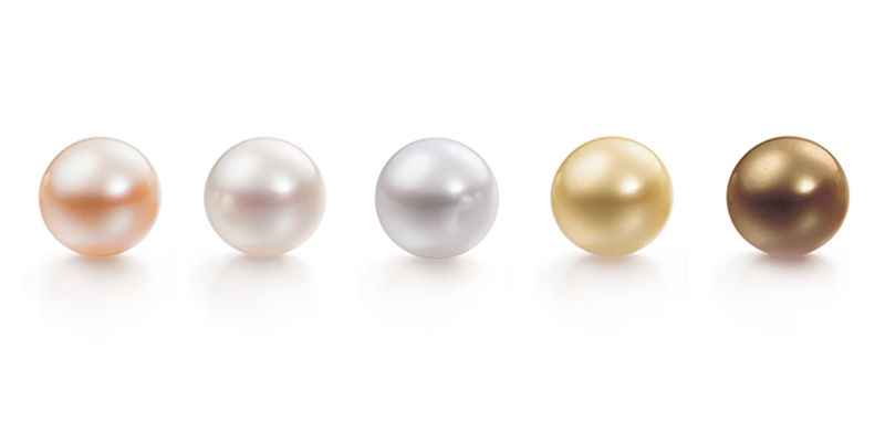 Give a Seductive Look to your Attire by combining it With Black Tahitian Pearl